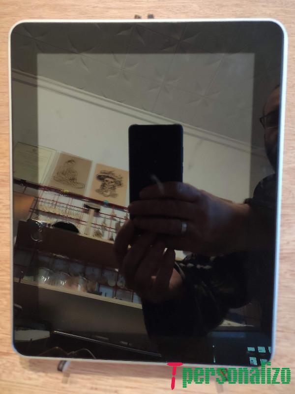 Caballete soportando una tablet